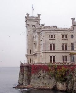 Castello_di_Miramare_lato_mare